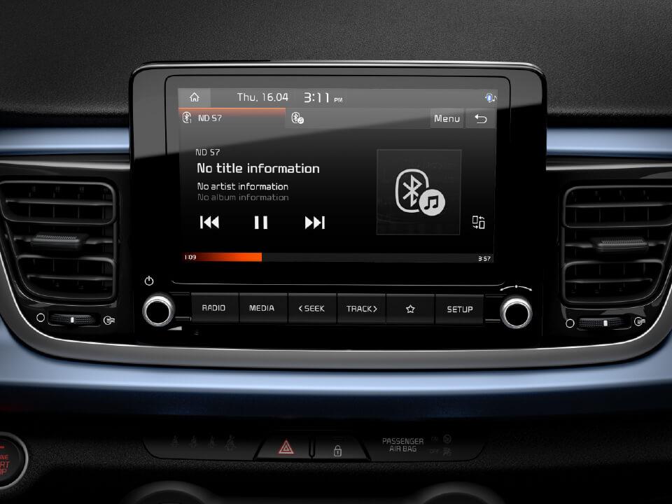 Ecrã touchscreen de 8'' compatível com Android Auto/Apple CarPlay e mapas completos com 7 anos de atualizações gratuitas.